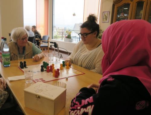 AWO Seniorenzentrum Kannenbäckerland – Schüler der Ernst- Barlach Realschule Plus zu Besuch