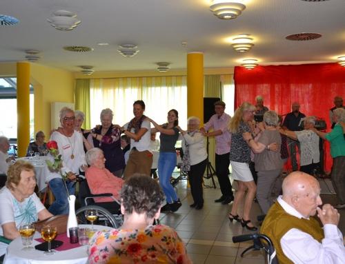 Tanz in den Mai – Tanztee im AWO Seniorenzentrum Sterngarten in Mayen
