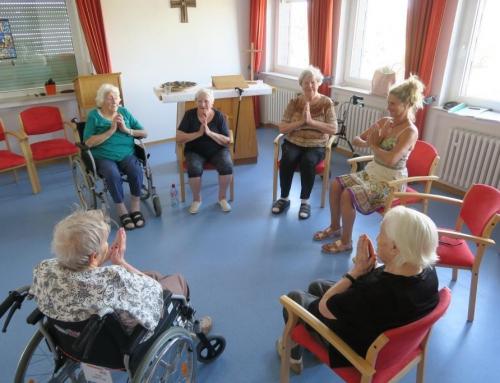 Yoga im AWO Seniorenzentrum Kannenbäckerland – Entspannung und Fitness auch im Alter