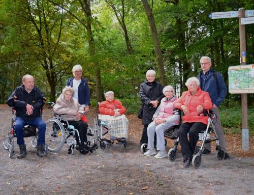 AWO Seniorenzentrum Sterngarten in Mayen: Begeisterte Teilnahme an der Rollatoren- und Rollstuhlexkursion im Mayener Stadtwald