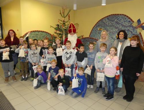 AWO-Nikolaus besucht Schulkinder