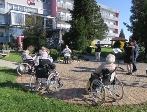 AWO Seniorenzentrum Kannenbäckerland – Singen und musizieren in der Sonne!