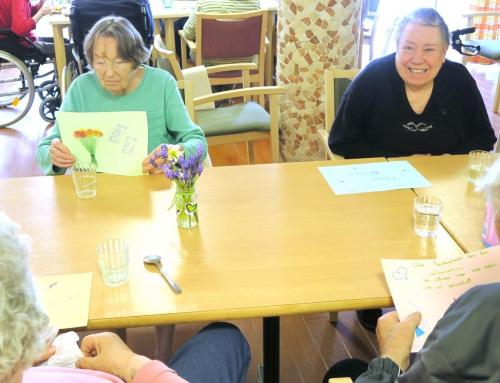 AWO Seniorenzentrum Worms- Schülerinnen malen Bilder für Senioren