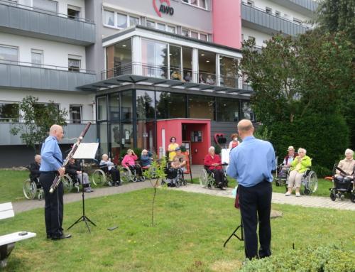 AWO Seniorenzentrum Höhr-Grenzhausen: Balkonkonzert des Landespolizeiorchesters RLP