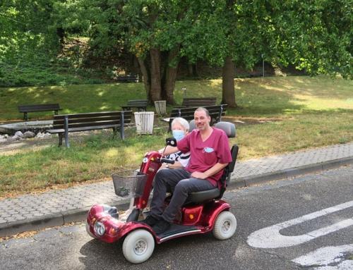 AWO Seniorenzentrum Bendorf: Unterwegs mit dem AWO-Mobil im Quartier Vierwindenhöhe Bendorf