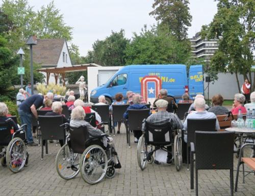AWO Seniorenzentrum Koblenz: Zirkus Baldini zu Besuch im Innenhof