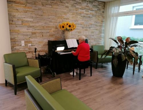 AWO Seniorenzentrum Mainz Oberstadt: Unsere Frau am Klavier