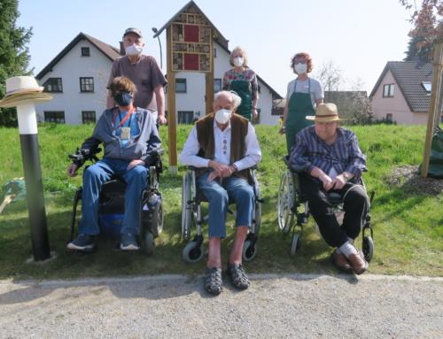 AWO Seniorenzentrum Kannenbäckerland – Männergruppe baut Insektenhotel